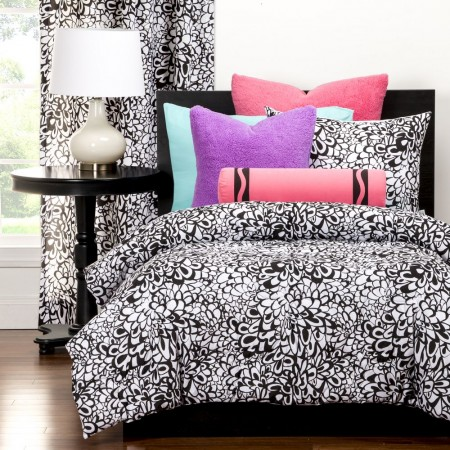 Crayola Graphic Blooms Comforter Set
