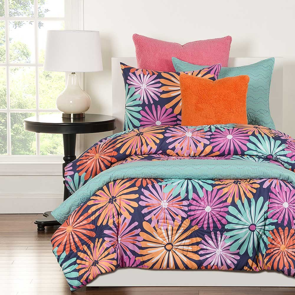 Dreaming of Daisies Comforter Set from Crayola