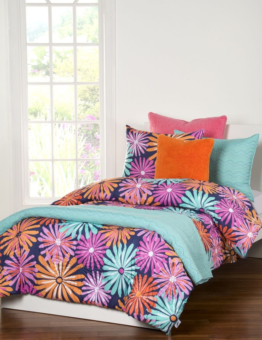 Dreaming of Daisies Bunk Bed Cap Comforter Set from Crayola  - Includes Sham(s)