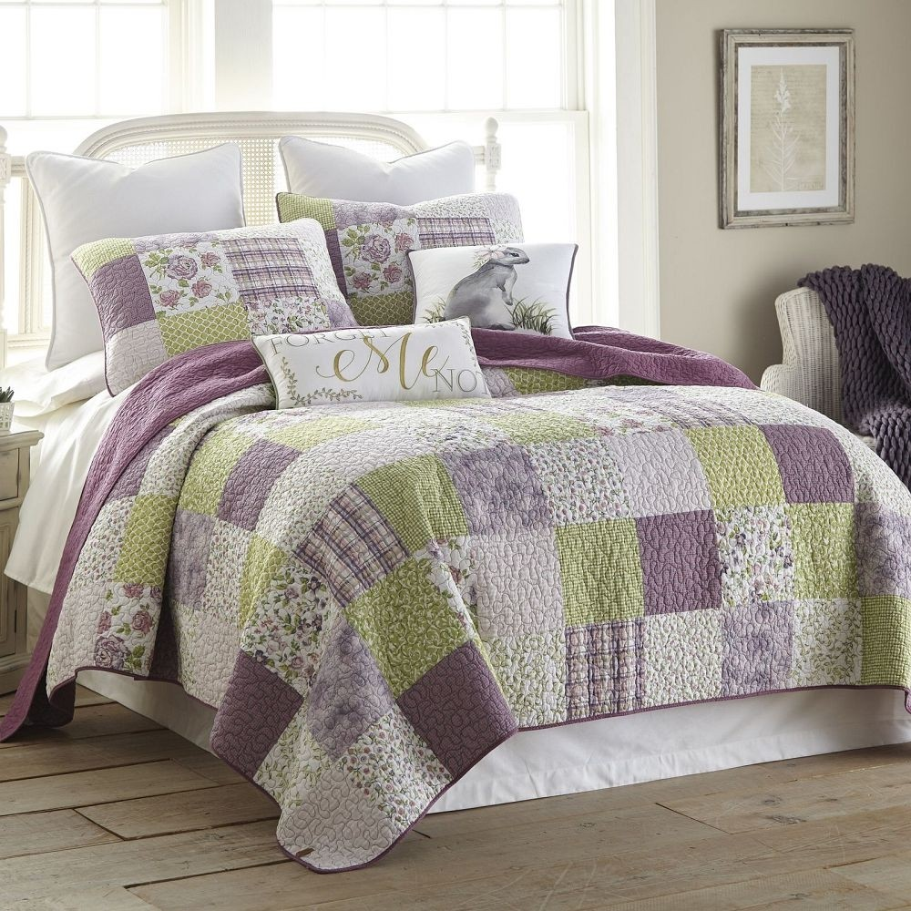 Donna Sharp Forget Me Not Twin Size Quilt - 68 X 90