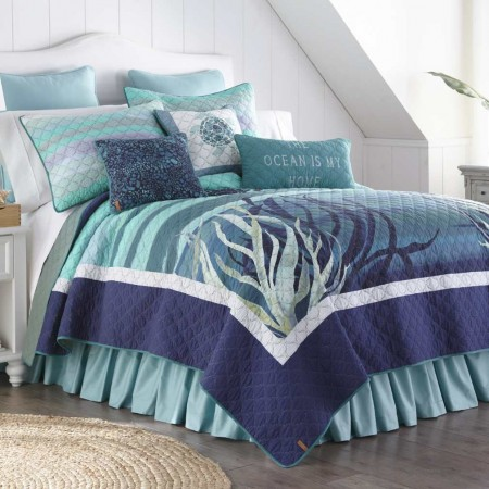 Donna Sharp Summer Surf King Size Quilt - 110 X 96