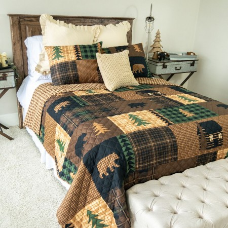 Brown Bear Cabin King Size Quilt Set